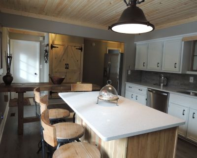 Chalet in the Woods, short walk to Lake Michigan, quick drive to Torch Lake. - Ellsworth