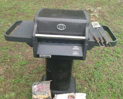 Brinkmann portico charcoal grill with owners manuals 2 grill tools plus charcoal