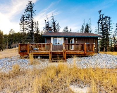 Secluded retreat w/wood stove, free WiFi, mountain & valley views, washer/dryer - Spring Valley