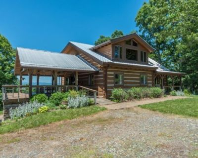 Skyline View Cabin | Traditional Log Cabin with Covered Deck & Sweeping Views - Reems Creek