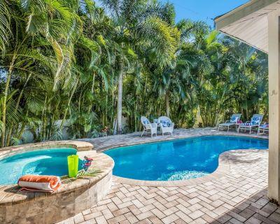 Beach Cottage: Outstanding Ground Level, Heated Pool/HotTub, Short Walk to Beach - Holmes Beach
