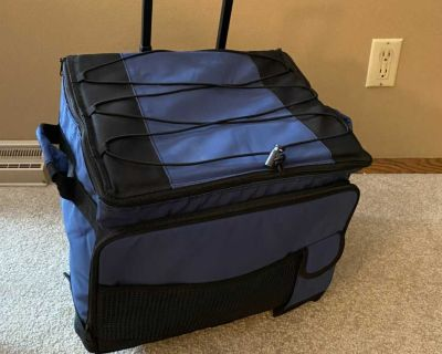Canvas cooler with wheels and retractable handle
