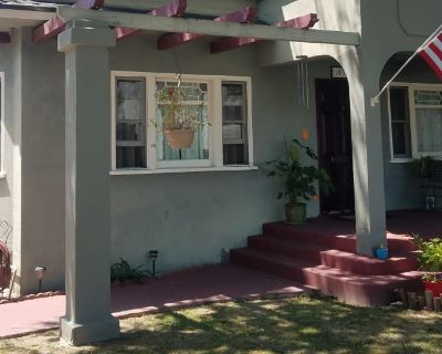 Private room with shared bathroom - Long Beach , CA 90804