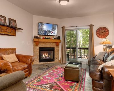 Refurbished w/Brand New Beds! Free Shuttle-Clubhouse Pool/HotTub/Gym - Bear Hollow Village