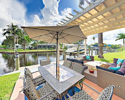 Canalfront Haven in North Fort Myers w/ Spacious Screened Lanai & Fire Pit - North Fort Myers