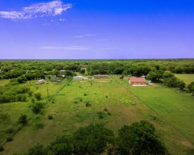 *** Peaceful palace to live away from San Antonio ***