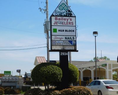 EMERALD PLAZA STRIP CENTER 3 SPACES FOR LEASE