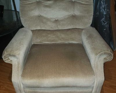 Recliner *MAKE AN OFFER*$$$