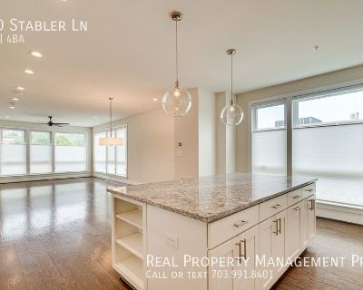 Stunning, Sundrenched, End Unit in Popular Cameron Park!
