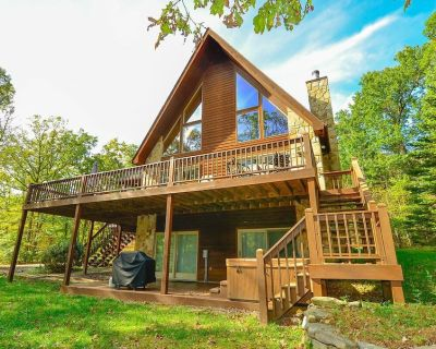 Lake Area Home w/Hot tub, Gas Grill, Fire Pit, & Game Tables! - McHenry