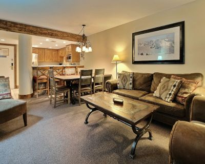 Beautiful Remodeled 2 Bedroom 2 Bath With Private Hot-Tub. Steps To Ski Lifts - Downtown Park City