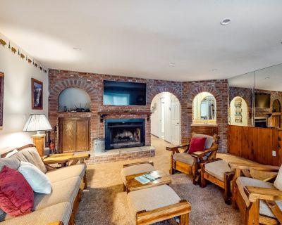 Spacious Retreat Near the Mountain & Lake W/ Gas Grill & Full Kitchen - Summit Estates