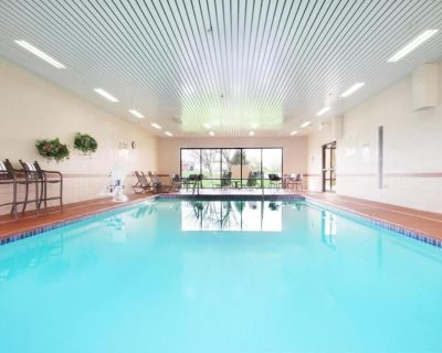 Outdoor Vacay! Comfy Unit Near Attractions, Breakfast - Southport