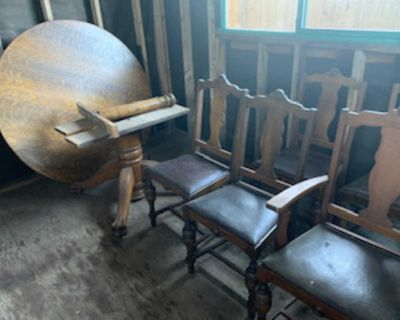 Solid Oak Antique Table and 6 chairs