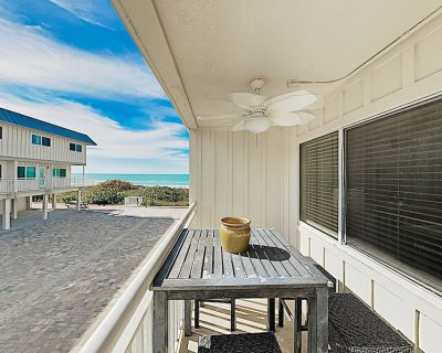 Gulfside Villas - NEW Listing! Beautifully Updated Townhome on the Beach! - Indian Rocks Beach