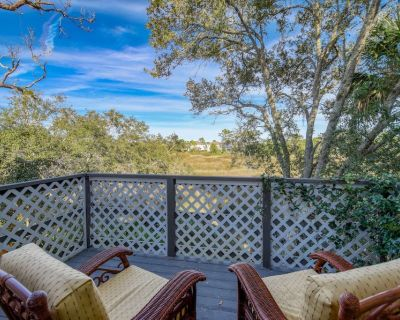 Marsh View home, 3 mi. to Downtown, 4 mi. to Beach, Fire pit - FREE FUN attractions each day! - St. Augustine