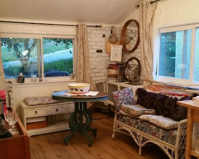 Teeny Tiny Sweet Cottage by the Bay - Bourne