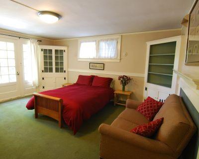 Charming Patio Apartment ideally located near Arboretum, Downtown, UM Hospital - Angell