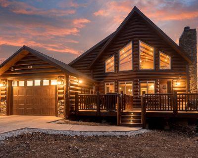 Endless Views - Ski Slope Views, nice neighborhood, Log style cabin, Great for families! - Upper Moonridge