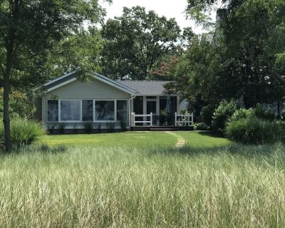 Oxford Beach Cottage - Newly-Renovated Waterfront, Bikes, Best Sunsets! - Oxford