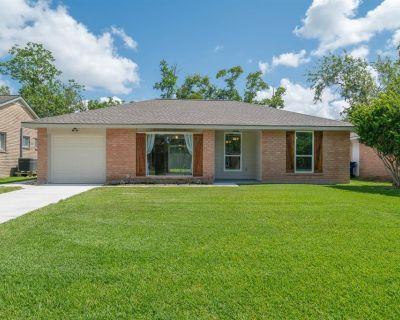 511 Avondale Lane, Friendswood, TX 77546