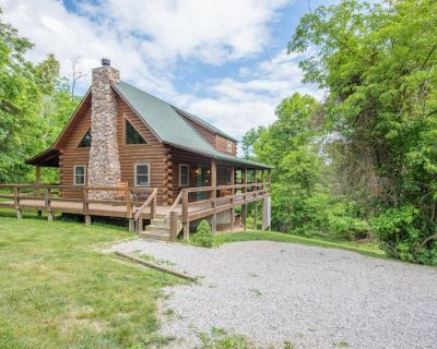 Great pet friendly cabin with wrap around decks! Close to Old Man's Cave! - Falls