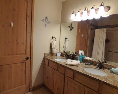 Buena Vista - A Beautiful 2 Bedroom 2 Bath Condo at the Ruidoso River Resort - Ruidoso