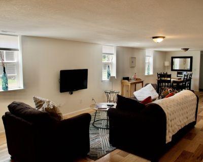 Quaint yet Modern Entire Garden Level Apartment, in historic downtown - Louisville
