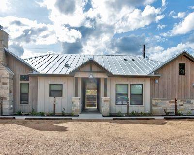 Heron Haus - BRAND NEW modern condo, 3 min to Main Street - Fredericksburg