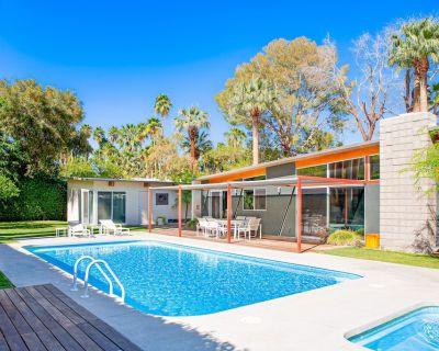 Elegant, mid-century Alexander butterfly home w/ pool, hot tub & gas grill! - Vista Las Palmas