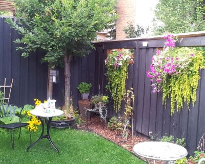 Urban Cottage Oasis, Awesome Location, Fully Renovated And Self Contained Lower - Sunnyside