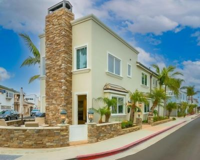 15% OFF AUG! Luxury Home Nestled on Newport Island w/ Bikes & Boards Included - West Newport