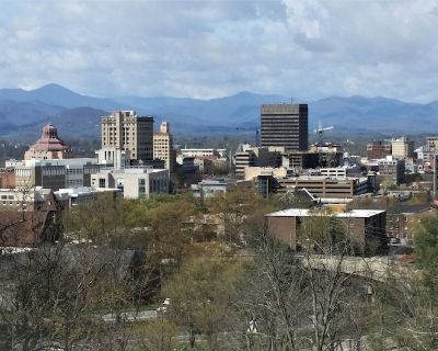 Walk to downtown, great porch for city & mountain views. King beds. - Charlotte Street
