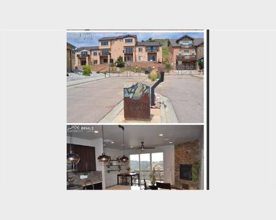 Room for rent in Canyon Reserve Heights, Northwest Colorado Springs - Beautiful Townhouse