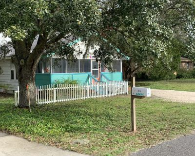 Fully Remodeled BOJO Cottage in the Village, Minutes from the Beach! - Dauphin Island