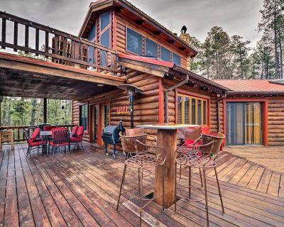 Unique 'Bear Country Cabin' in Ruidoso w/ Hot Tub! - Ruidoso