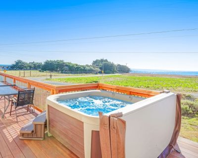 Updated home w/ striking blue & whitewater views plus private hot tub - dogs OK - Fort Bragg