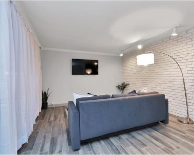Charming Loft with Queen Bed in Galleria Area Internal name: Ridley 18A - Houston