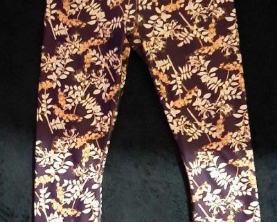 Fabletics Women's Arcadia Purple Floral Mid-Rise Define Powerhold Capri Leggings Sz S (No Size Tag)