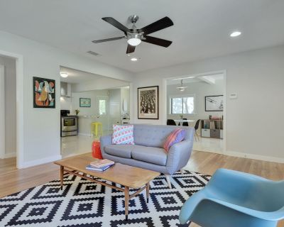 Retro Remodeled Retreat, 10 Minutes to Downtown, Family- and Pet-Friendly - Windsor Park