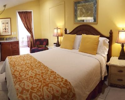 Atlantis House's Garden Suite-voted top 25 in USA-On Beach - Midtown