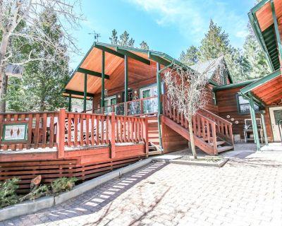 Rooster's Den - FREE Bike/Kayak Rental! 3BR/2BA/Gas Fireplace/Walk to the Lake - Big Bear Lake
