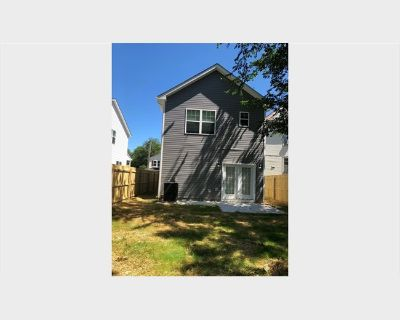 Room for rent in East Virginia Avenue, Phoebus - Female Military Room for Rent