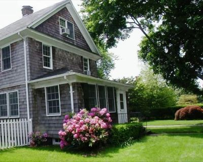 Lovely 5 BR Village Home with Heated Pool in Heart of East Hampton. Walk to All! - East Hampton North
