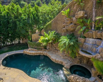 Gated Quiet Villa W/ Waterfall pool and 3 views, Beverly Hills, CA