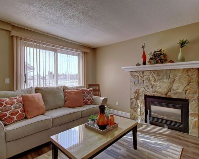 REALLY NICE 3BR, 11/2BATHS TOWNHOUSE, MINS TO DOWNTOWN - Southwest Calgary