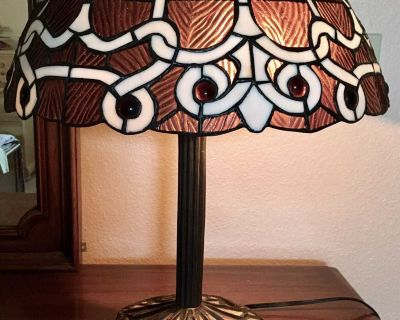 UNIQUE HAND CRAFTED STAINED GLASS TABLE LAMP