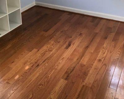 Shared room with shared bathroom - Alexandria , VA 22304