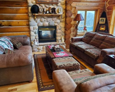 Lazy Bear Hideaway -Your Spacious Mountain Retreat! Sleeps 30 - Summit County