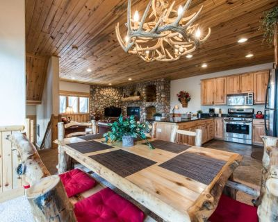 *FREE SKI RENTAL* < 1 Mile to Canyons Village On Free Shuttle Route, Communal Hot Tubs,Keyless Entry - Park City